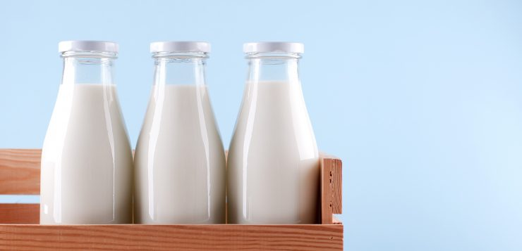 Woolies and Coles introduce milk levy to help farmers
